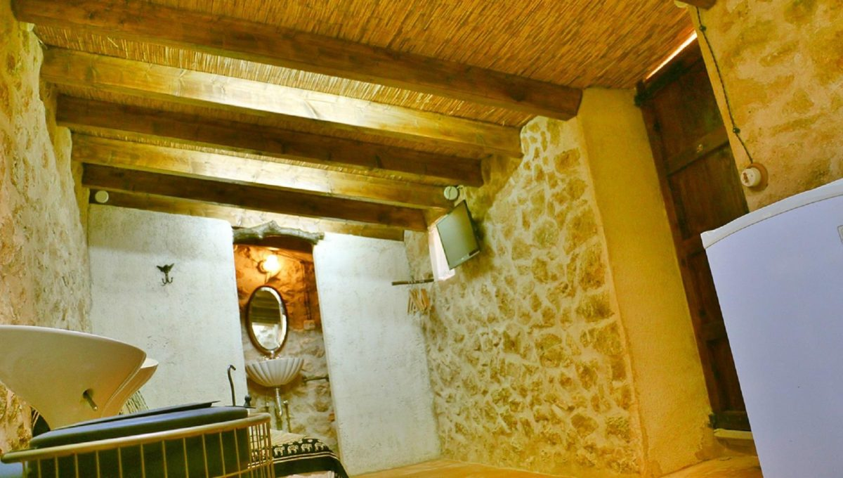 interior-casa-rustica-alquiler-es-lladoner-1525453068