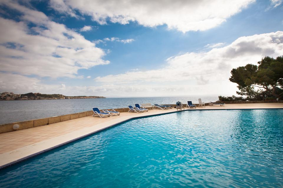 Front Line Apartment in Cas Catala