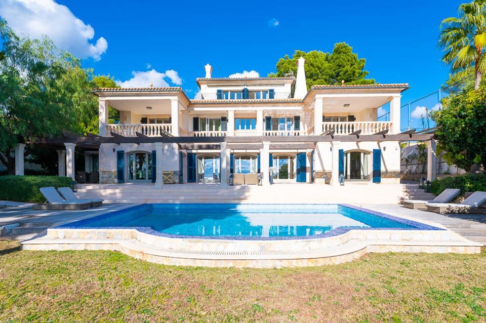 Elegant villa in Bendinat