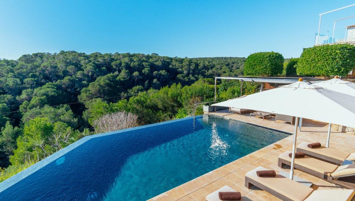 Front_line_Villa_in_Sol_de_Mallorca_23